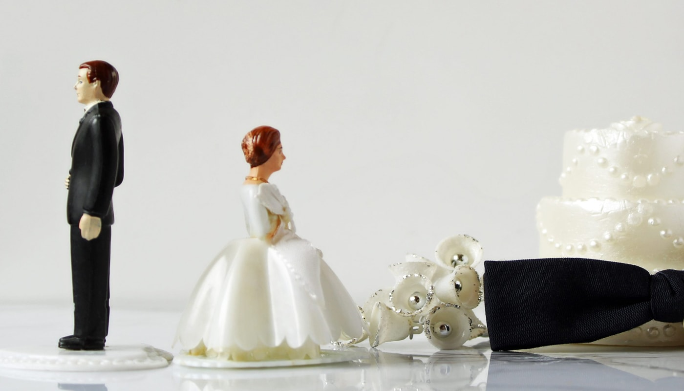 Bride and Groom Figures Separating
